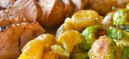 Solomillo de cerdo con col  y patatas